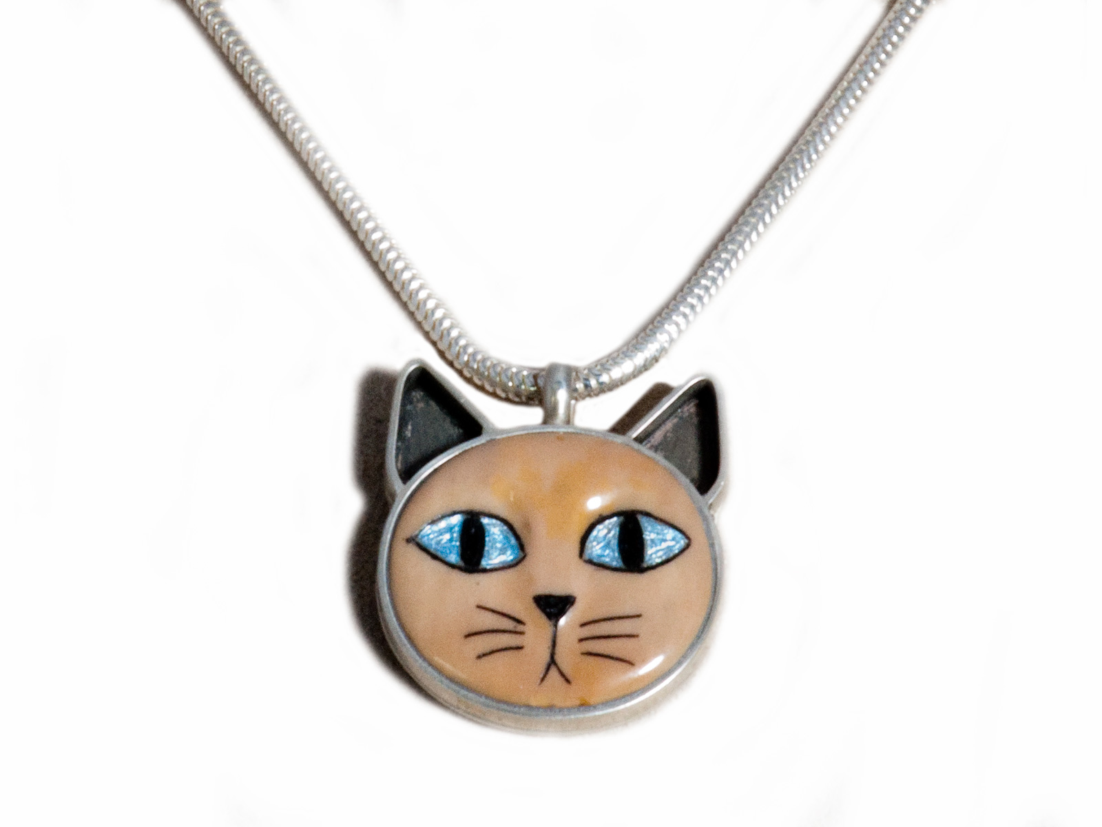 Blue Eyed Brown Cat Necklace