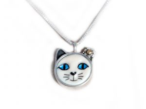 Small Blue Eyed Cat Pendant With Ear Flower