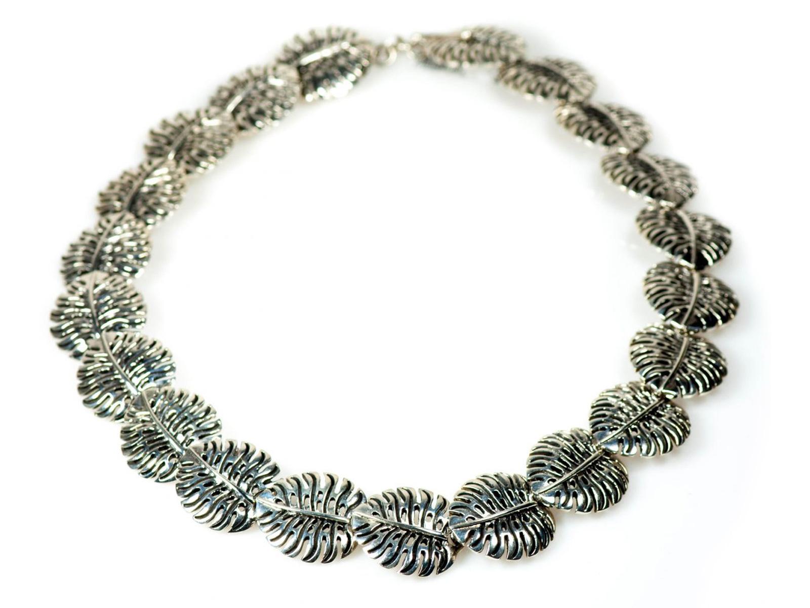 Pinanona Leaf Necklace
